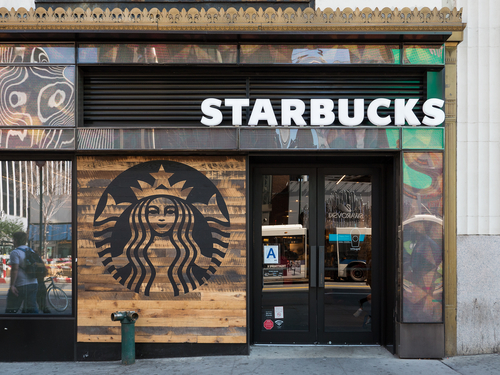 Starbucks Announces That It Will Stop Using Plastic Straws by 2020
